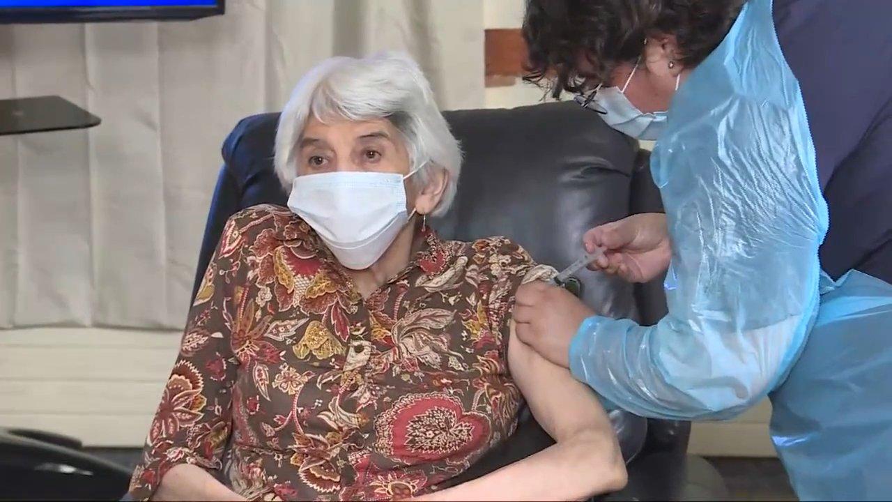 primera anciana vacunada